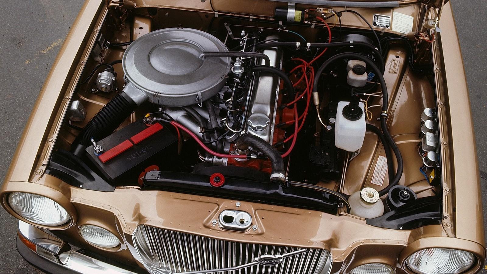 На фото: Под капотом Volvo 164 '1968–73