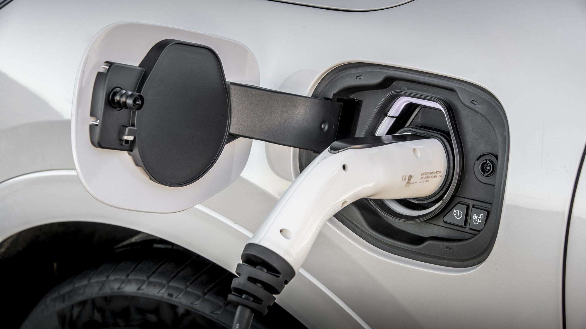 Во все тяжкие: Ford заменит бракованные батареи на Kuga PHEV и потеряет кучу денег