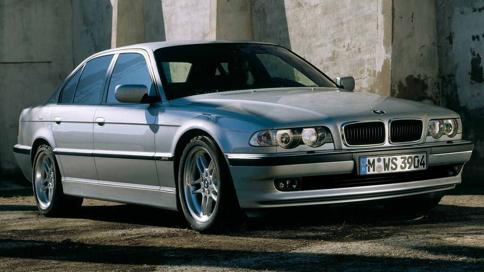 BMW (E38) вид три четверти