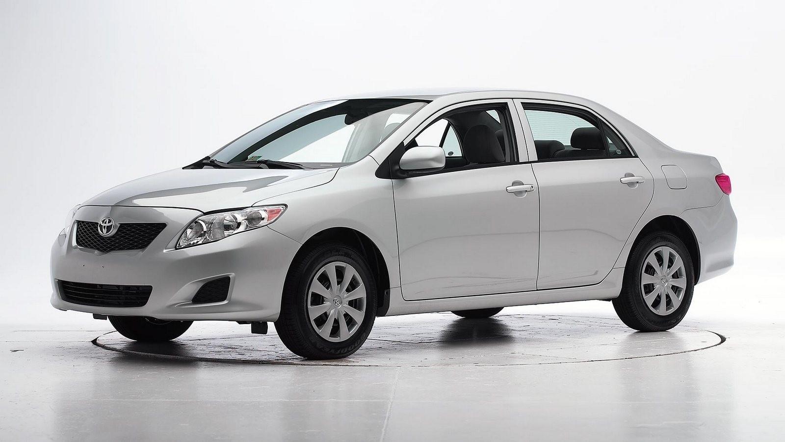Toyota Corolla серебристая