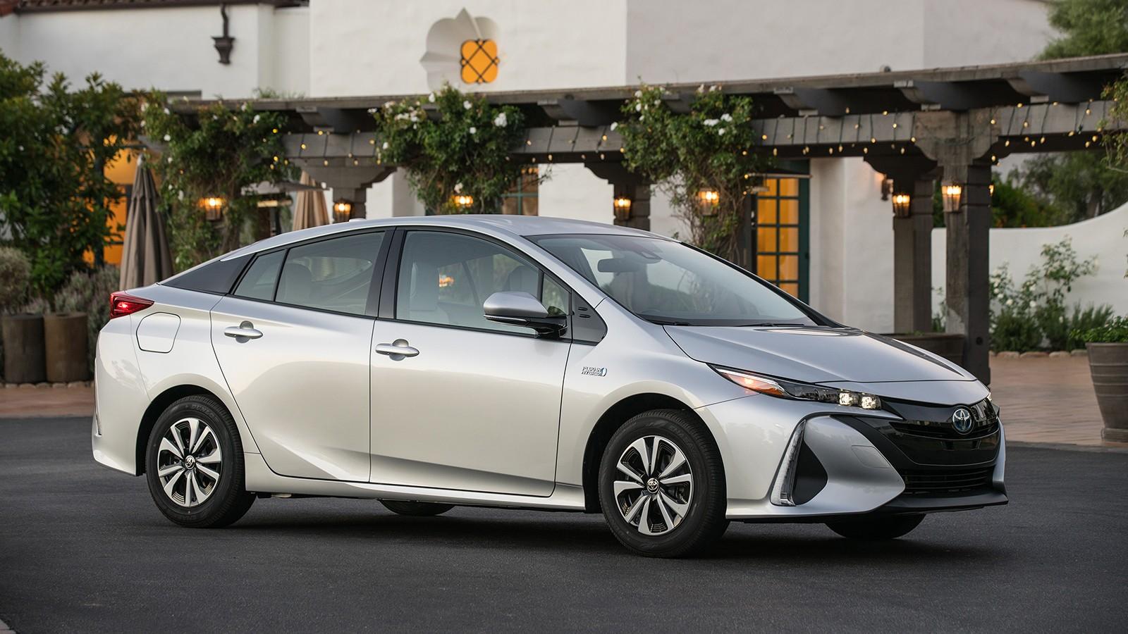 На фото: Toyota Prius Prime