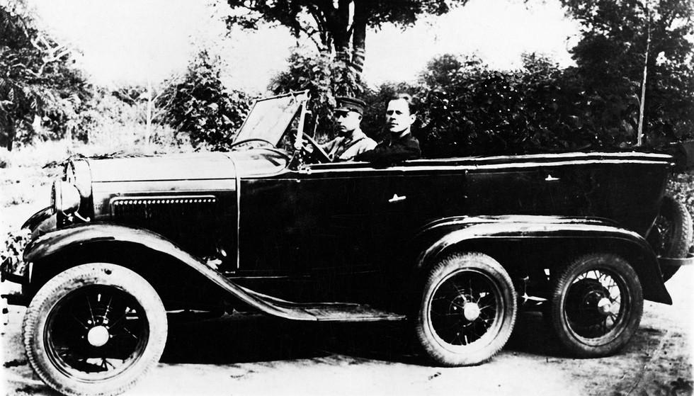 Опытный трехосный вариант на шасси Ford-A