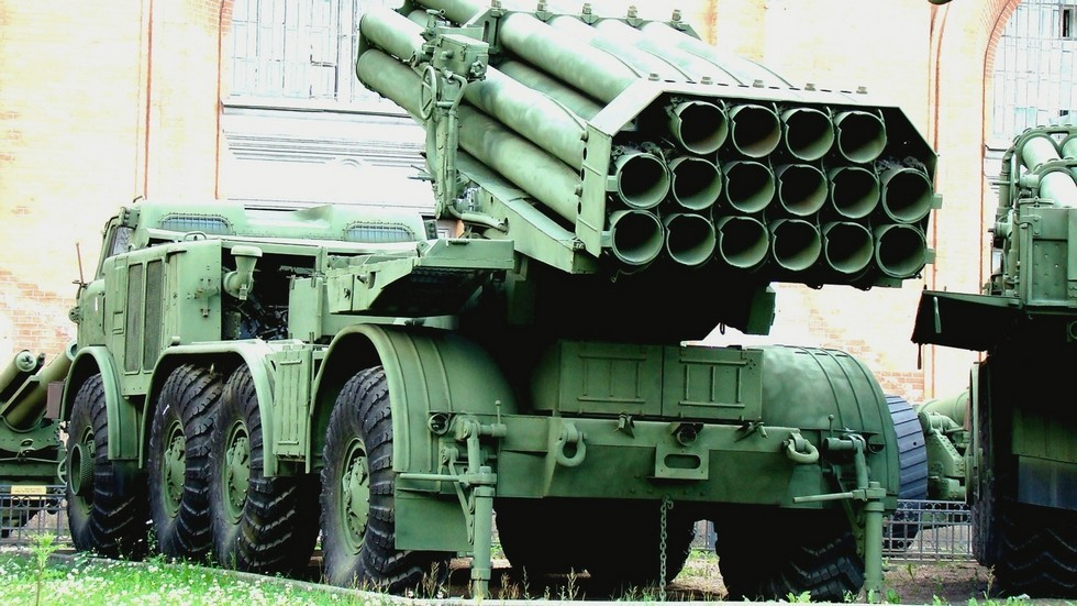Пусковая установка 9П140 с пакетом из 16 трубчатых направляющих (фото автора)