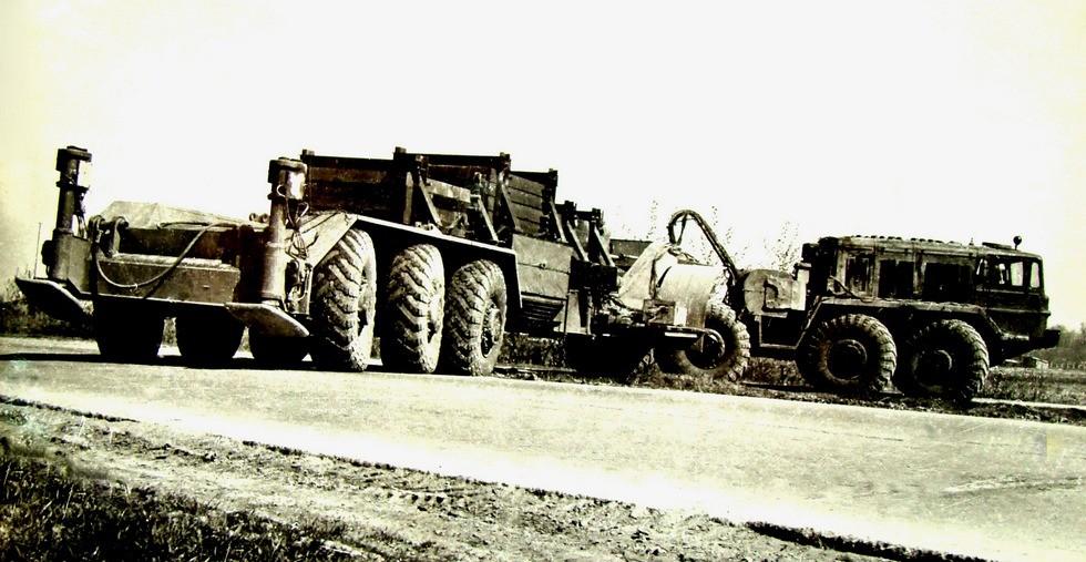 Семиосный автопоезд со всеми ведущими и управляемыми колесами