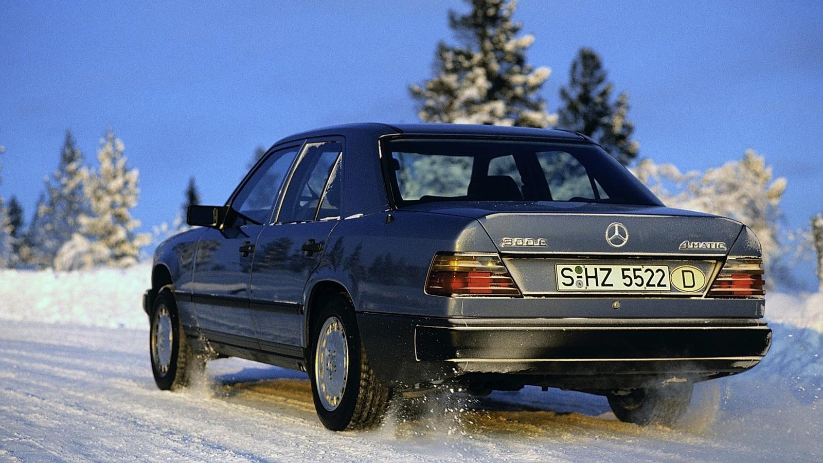 На фото: Mercedes-Benz 300 E 4MATIC (W124) '1987–1993