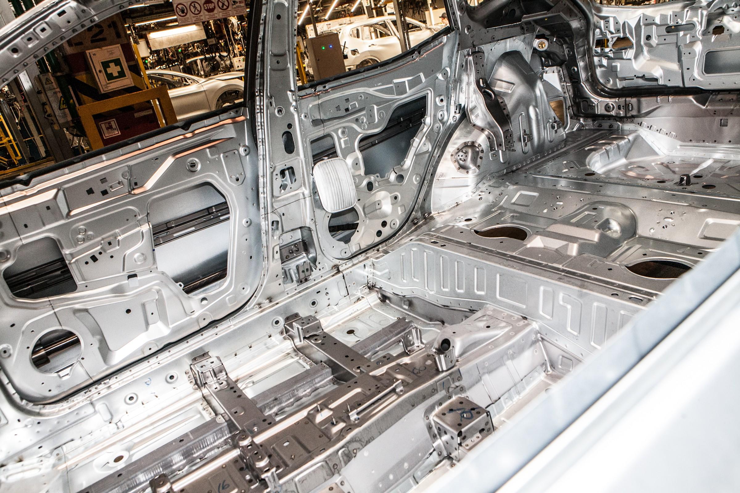По словам Игоря Бойцова, днище и боковины для Qashqai, X-Trail и Murano варят на заводе Nissan в Санкт-Петербурге