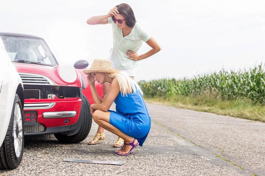 Далее, в 2022 году, мобильное приложение позволит подать заявление о возмещении убытков, заключить соглашение о размере выплаты и получить направление на ремонт повреждённого автомобиля. Планируется также ввести возможность оформления электронного извещения об аварии с участием автомобилей юрлиц (к примеру, служб каршеринга и такси), правда, срок пока не определён. Помимо этого, разработчики думают над запуском «интеллектуального помощника», который подскажет, как качественно сфотографировать ДТП.Ранее стало известно о том, что половина страховщиков нарушает правила оформления е-ОСАГО . Центробанк сделал соответствующий вывод по итогам проведённых контрольных закупок. Отметим, полис сложнее всего купить в так называемых «убыточных» регионах: на сайтах страховых компаний наблюдаются технические сбои.
