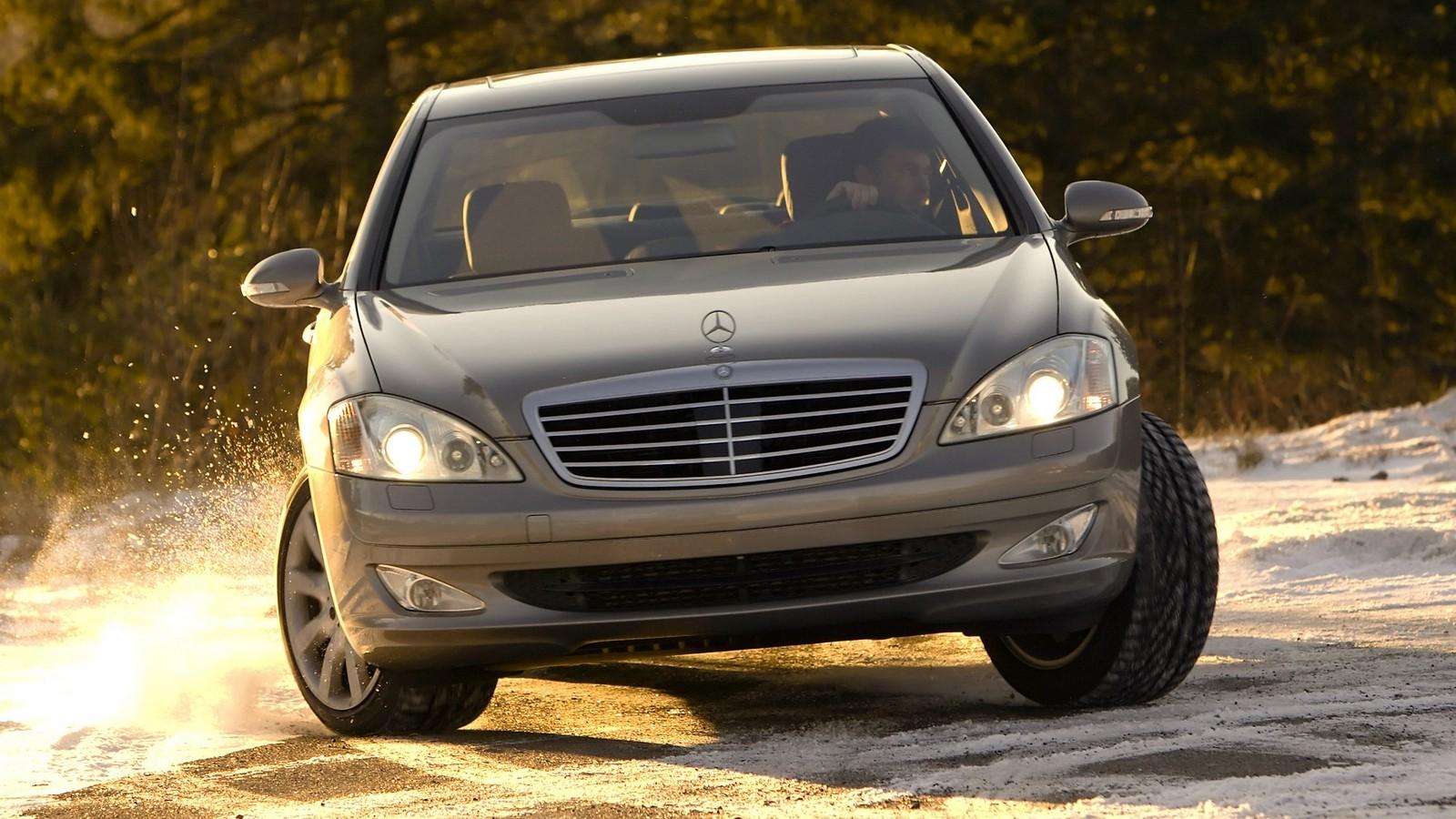 На фото: Mercedes-Benz S 550 (W221) '2006–09