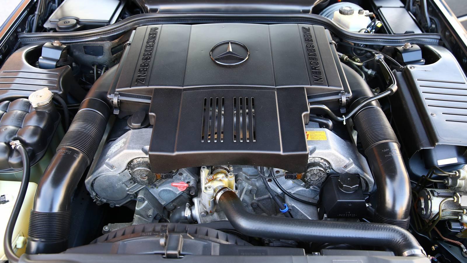 5 литров и 15 цилиндров: опыт владения Mercedes-Benz SL500 1995 года