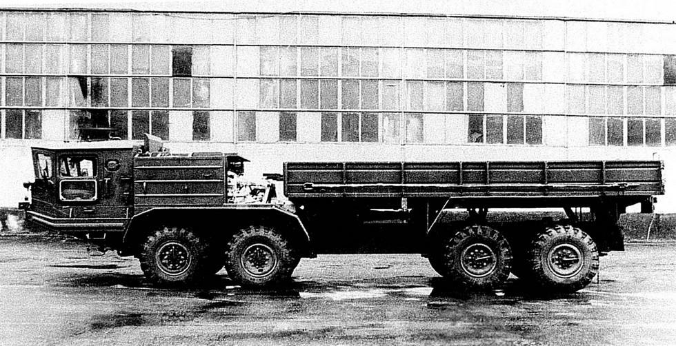 Бортовой грузовик БАЗ-69501П классической компоновки (из архива Н. Щербакова)