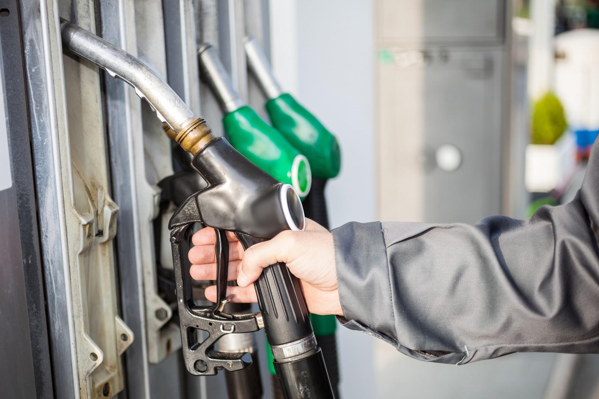 картинка дешевый бензин