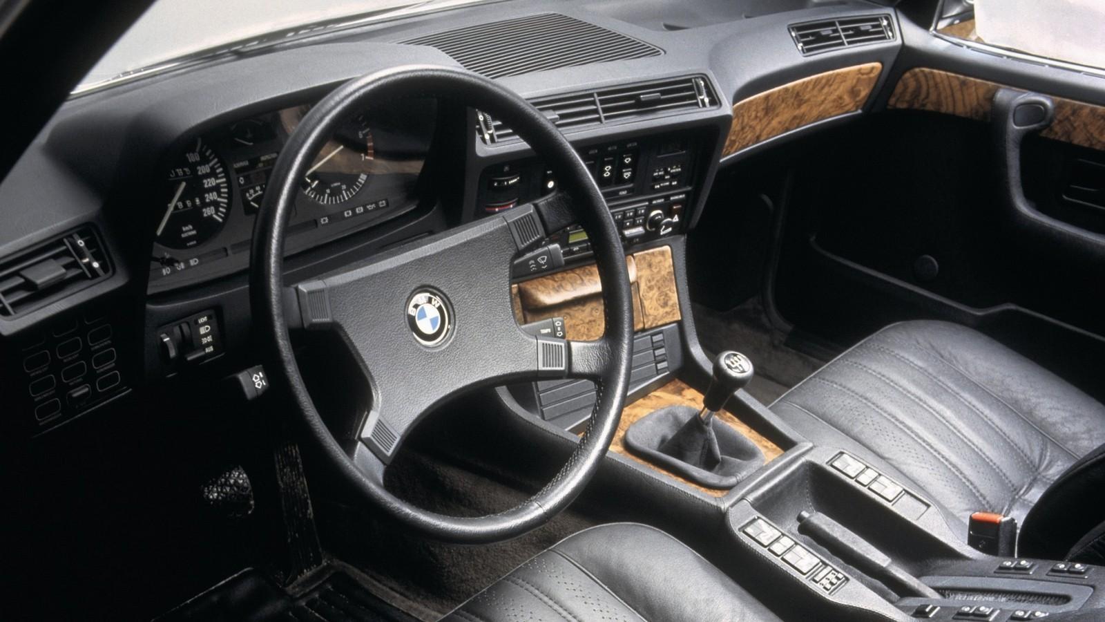 Интерьер BMW 745i – воплощение роскоши. Правда, в то время уже существовал 126-й…