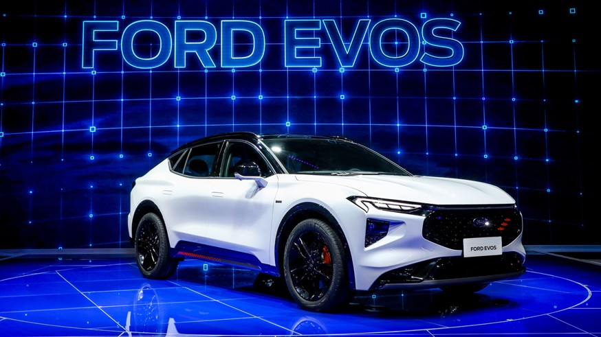 Ford анонсировал паркетник Evos: купеобразный кузов и большой экран в салоне