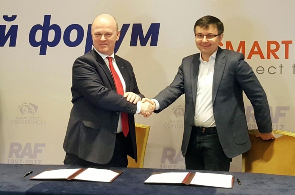 На фото: Президентом ПАО «АВТОВАЗ» Николя Мором и Генеральным директором ООО «Яндекс» Александром Шульгиным