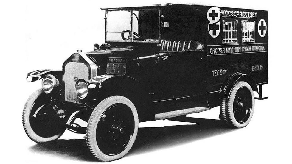 АМО Ф15 – фактически первая советская, но не самая удачная «санитарка». Впрочем, этот грузовик и для перевозки грузов был не слишком удобным и долговечным