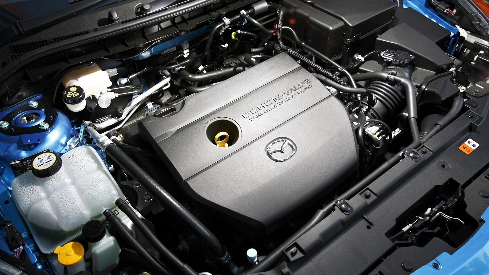 На фото: Под капотом Mazda3 Hatchback '2009–11