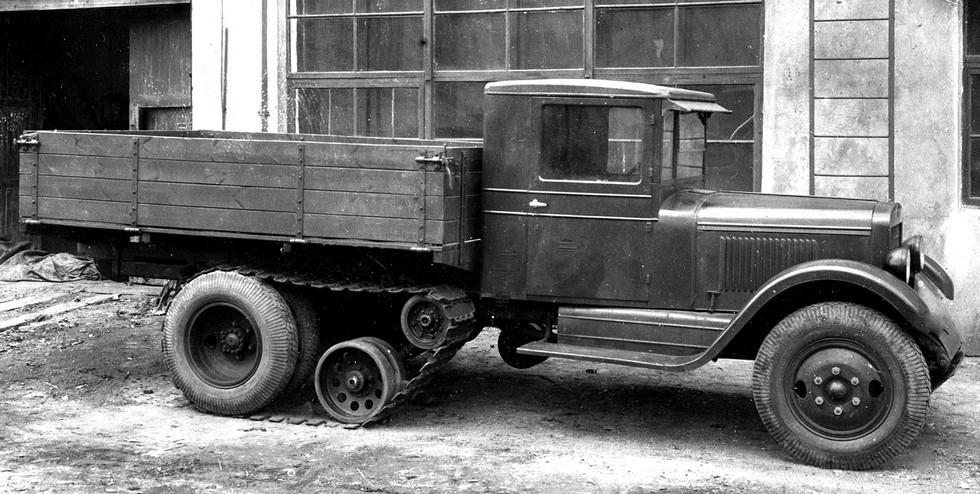 Грузовик ЗИС-5 с упрощенным навесным гусеничным движителем. 1939 год