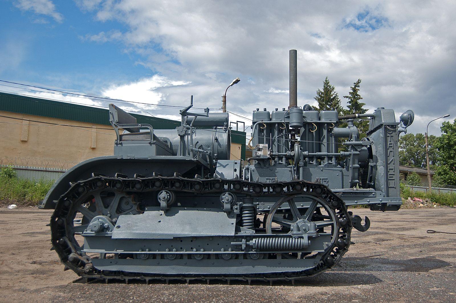 10,5 тонн железа и 60 «лошадок»: тест-драйв трактора С-60 «Сталинец»