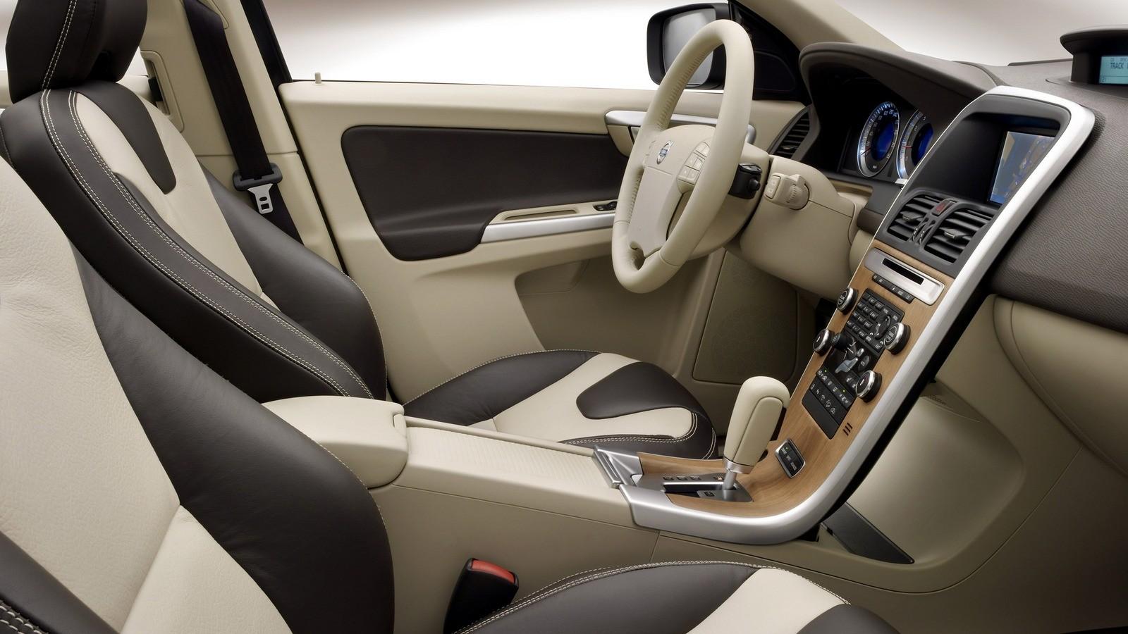 Интерьер Volvo XC60 T6 '2008–13ч