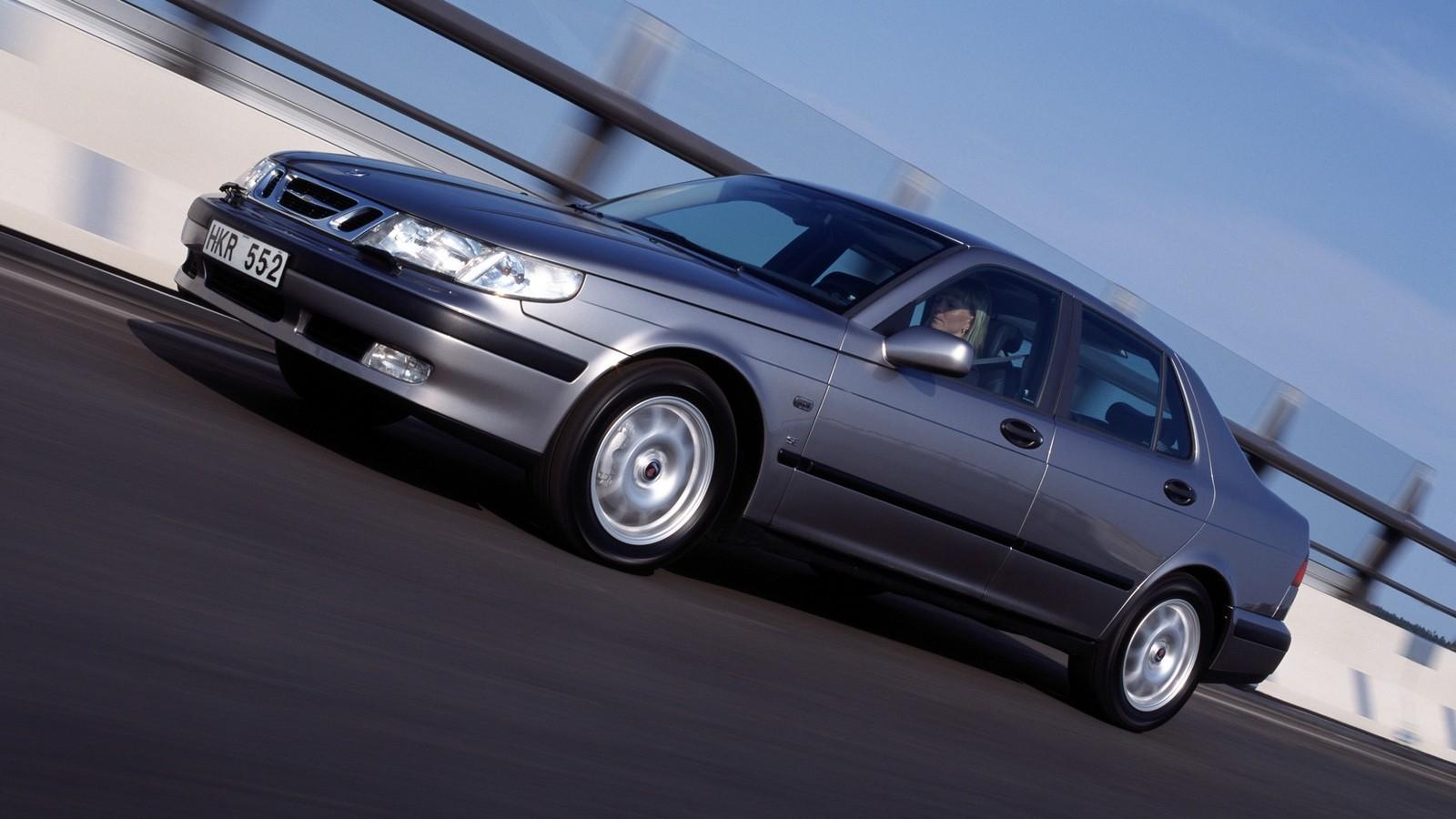 На фото: Saab 9-5 Sedan '1997–2001