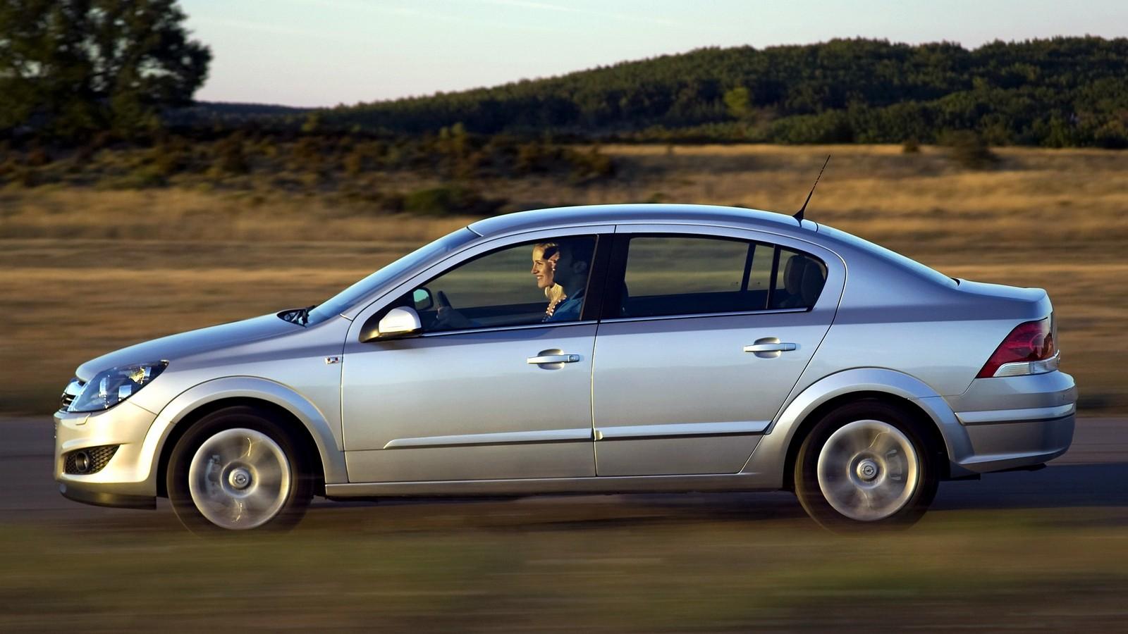 На фото: Opel Astra Sedan (H) '2007–14