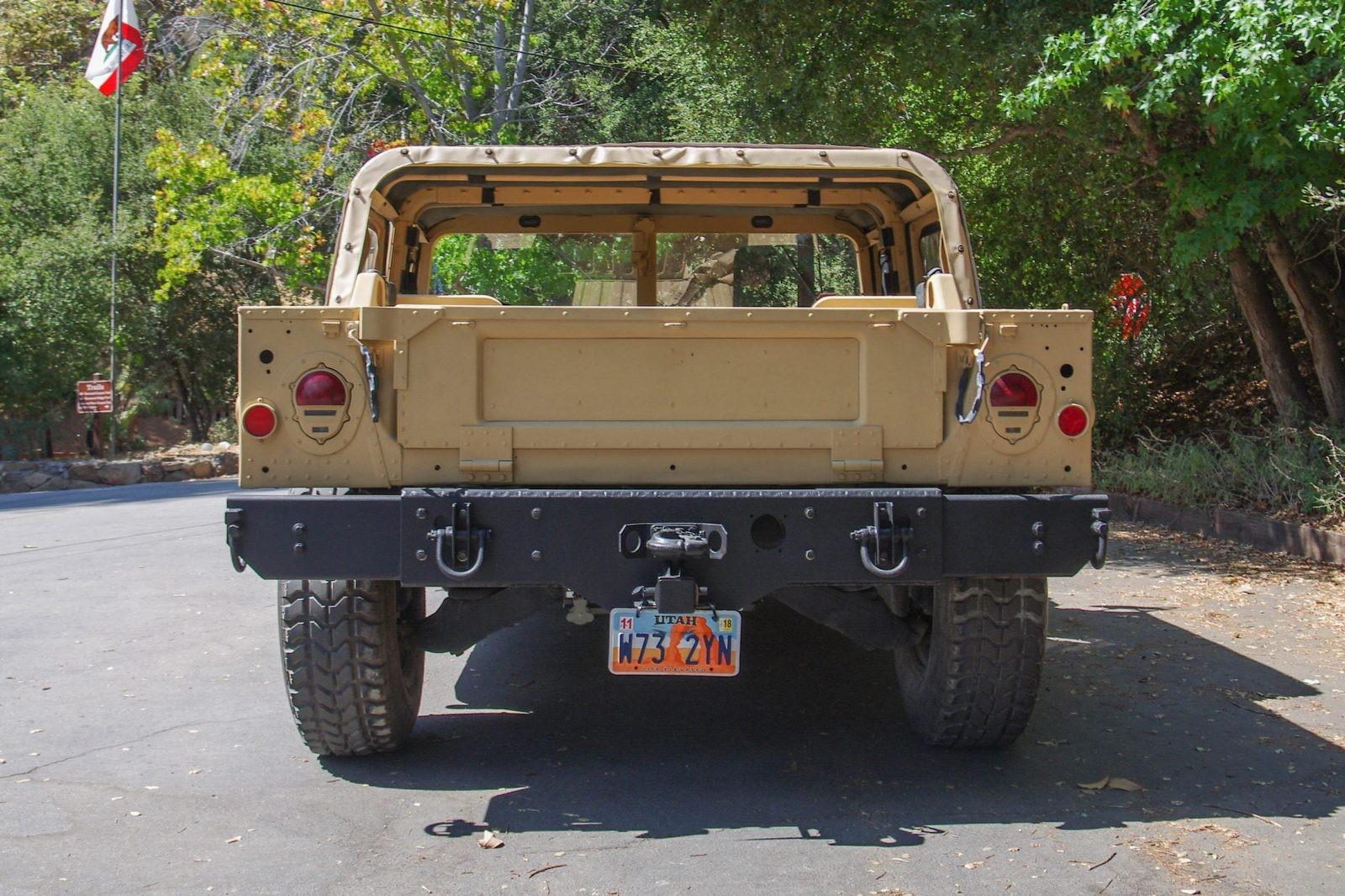Hummer AM General HMMWV M998 сзади
