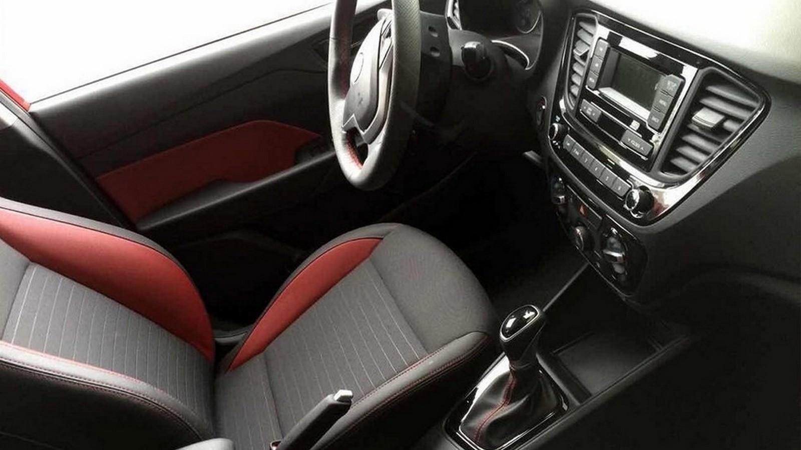На фото: интерьер Hyundai Solaris