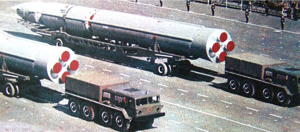 Тягачи МАЗ-535А с орбитальными ракетами ГР-1 на тележках 8Т139. 1965 год