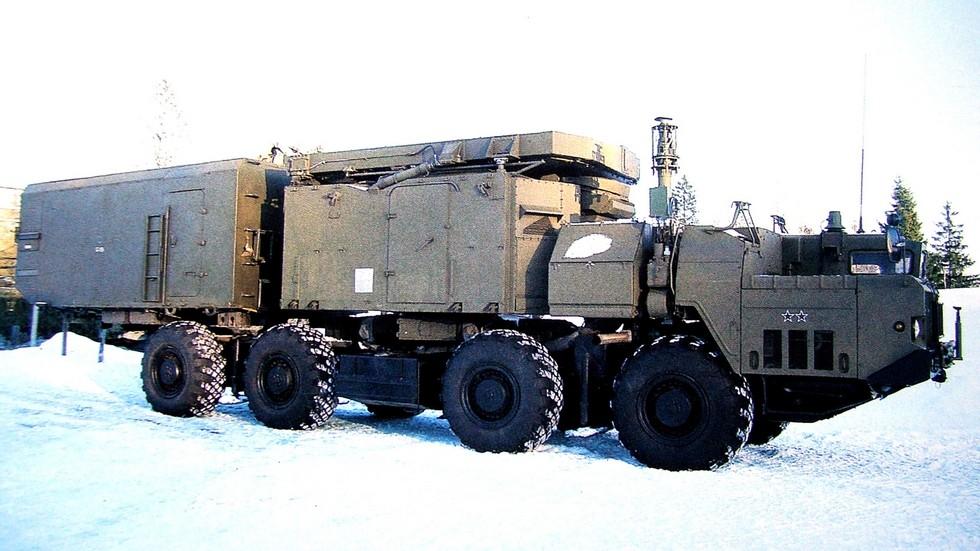 Модернизированный радиолокатор 30Н6Е1 в транспортном положении