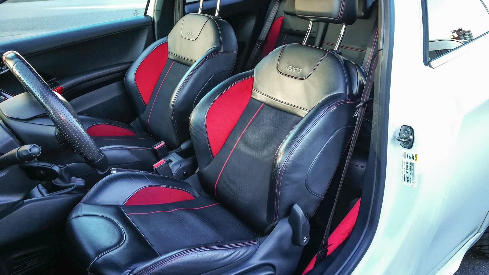 Peugeot 208 GTI передние сидения