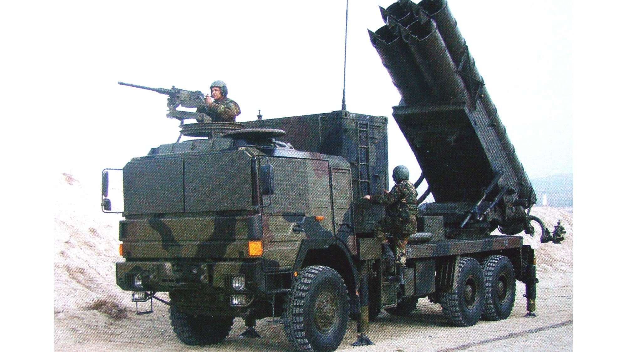 Грузовик МАН с четырехзарядной системой Т-300 калибра 300 мм