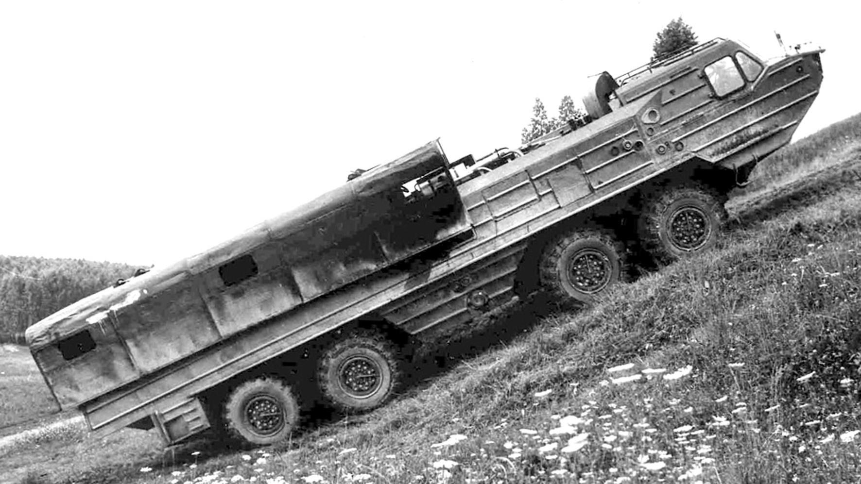 Испытания БАЗ-6944 с корпусом со сдвижными створками крыши (из архива автора)