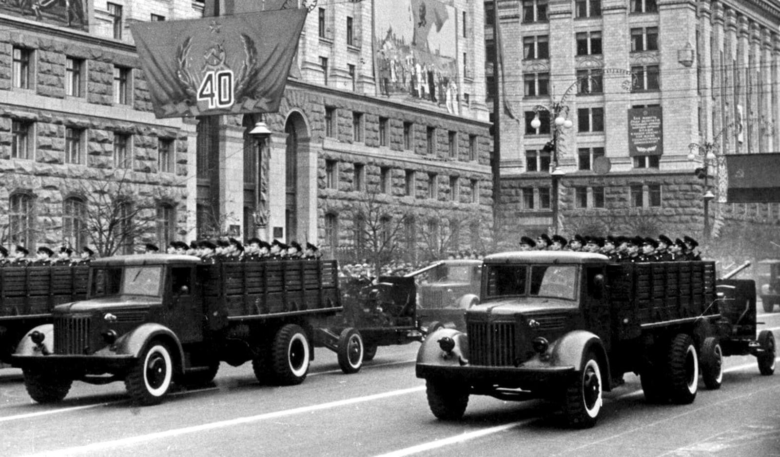 Тяжелые, дизельные, передовые: грузовики МАЗ в Советской армии