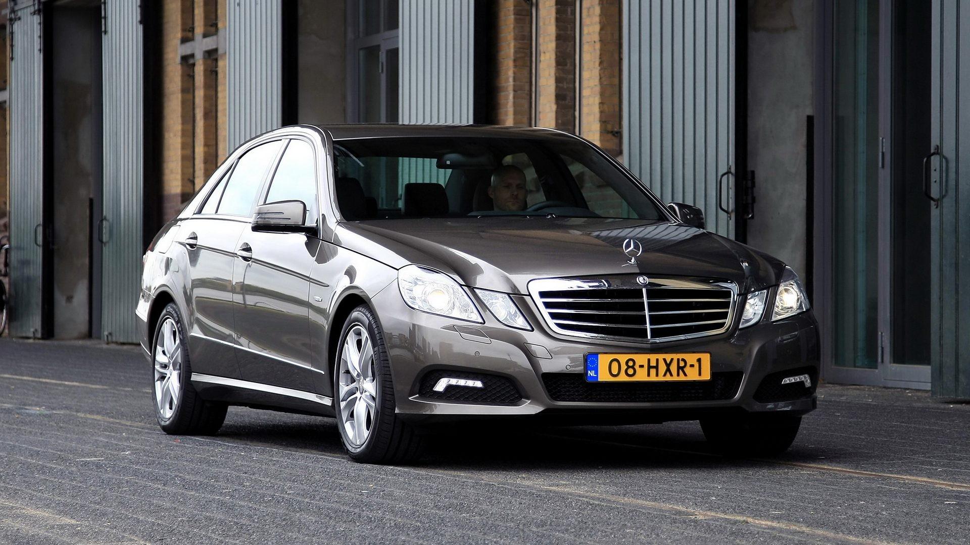 На фото: Mercedes-Benz E 250 CDI (W212) '2009–12