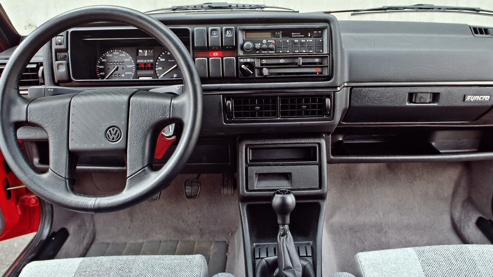 На фото: Торпедо Volkswagen Golf Country '1990–1991