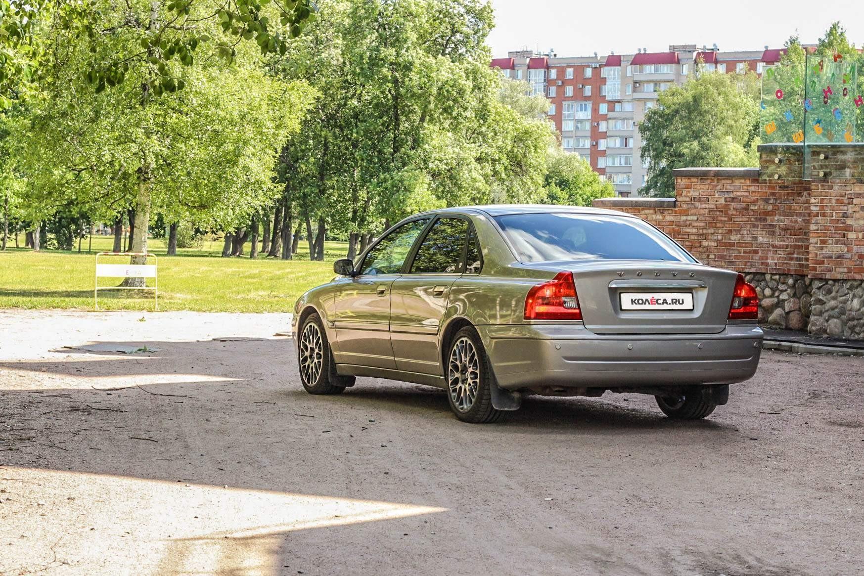 Volvo-S80-во-дворе