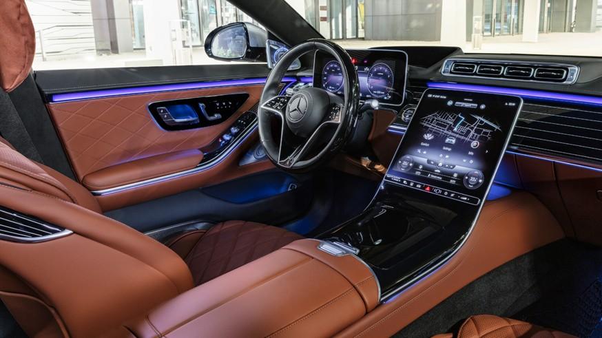 Новый Mercedes-Benz S-Class: узнаваемая внешность, непривычный салон и пока только 6 цилиндров