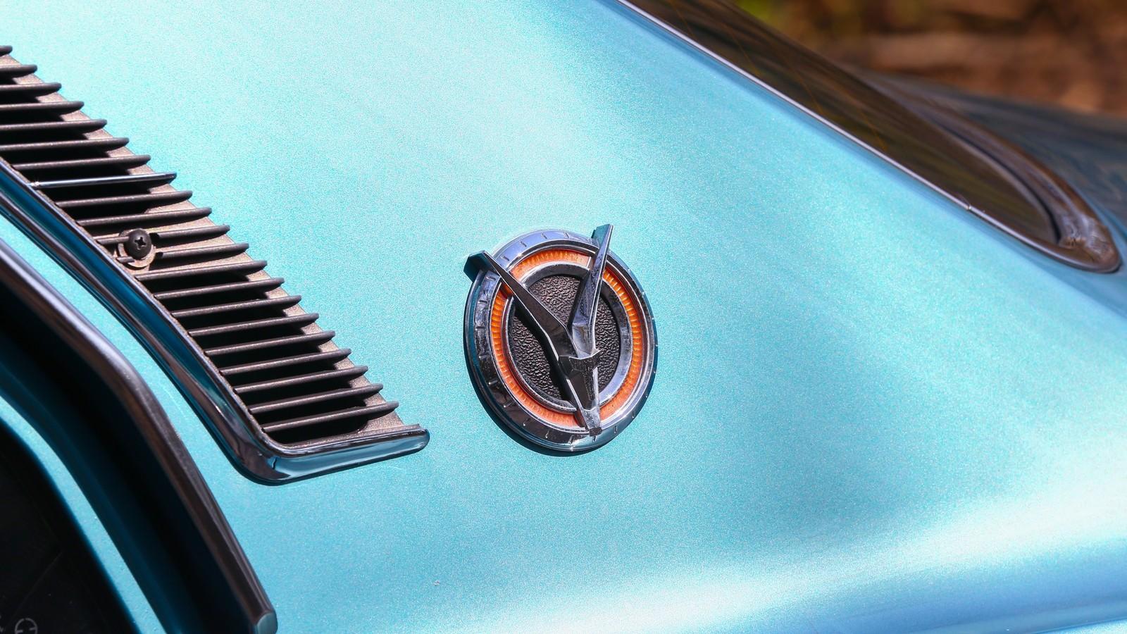 Mazda RX-2 голубая шильдик