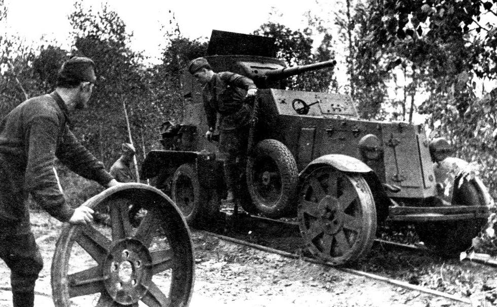 Замена стальных бандажей на опытном железнодорожном броневике БА-6