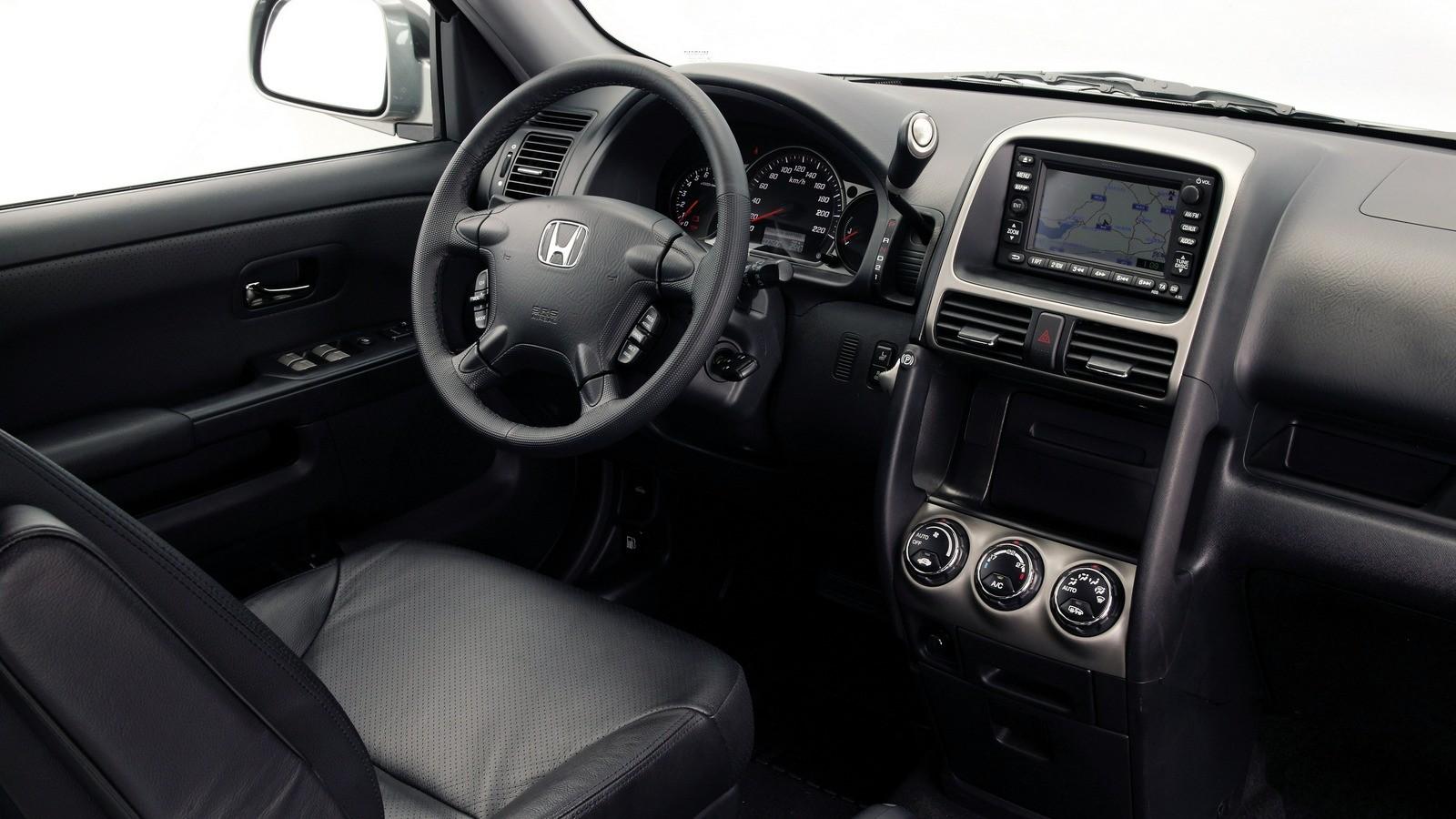 На фото: Торпедо Honda CR-V