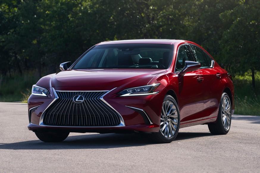 Lexus ES впервые за свою 30-летнюю историю получил полный привод