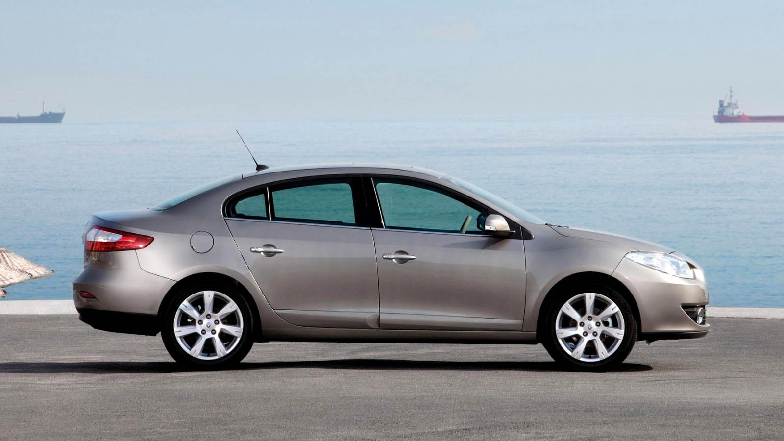 Renault Fluence '2009–12