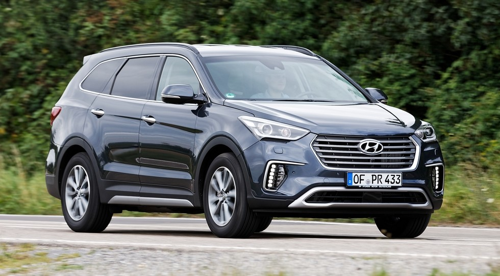 На фото: Hyundai Grand Santa Fe
