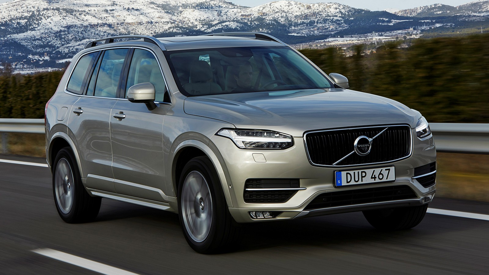 На фото: Volvo XC90. Цена в России — от 3 379 000 рублей