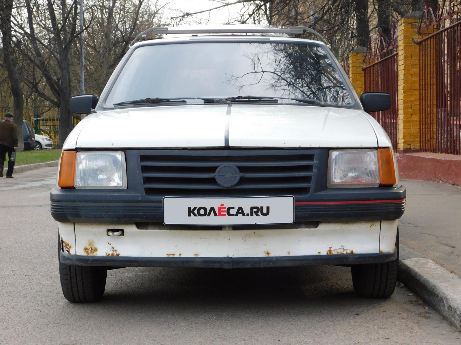 Opel Corsa A спереди