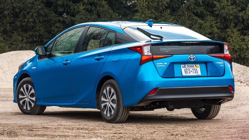Toyota «засветила» новинку: это Prius, но вряд ли следующего поколения