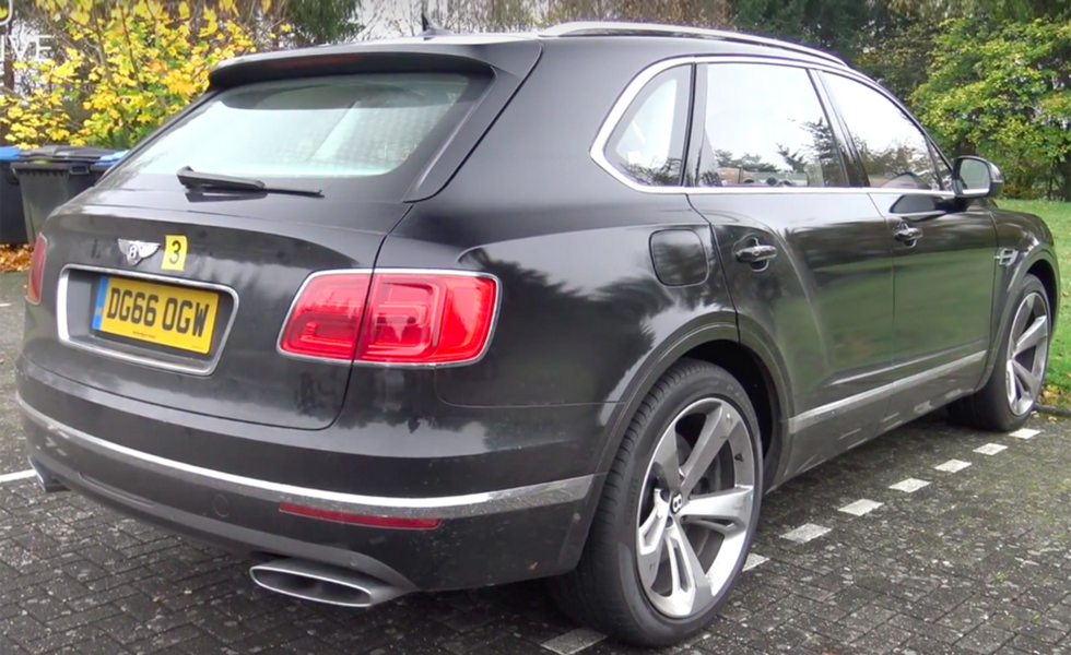 Bentley Bentayga PHEV 2