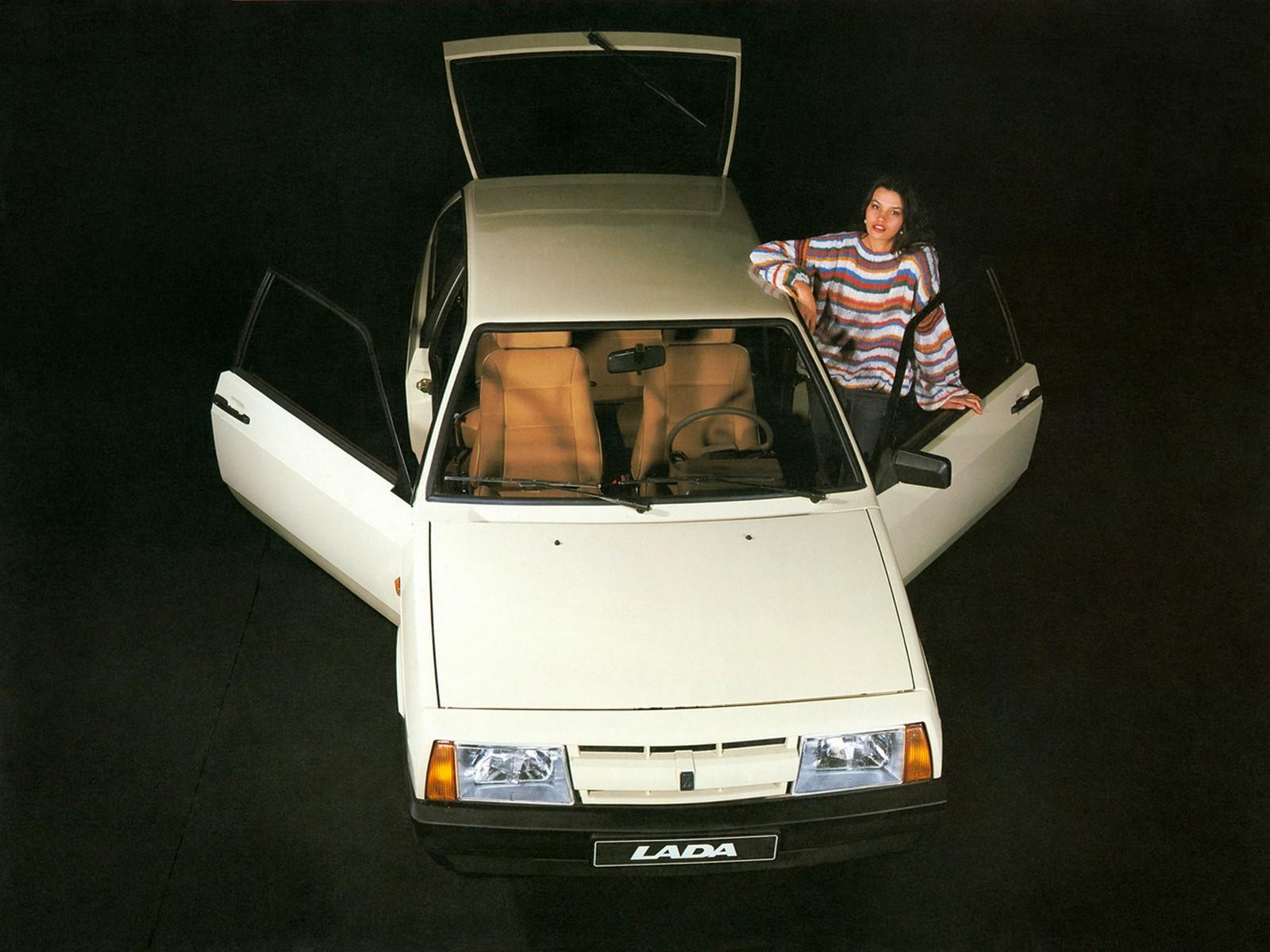 Первые ВАЗ-2108 поступили в автомагазины СССР в самом конце 1984 года