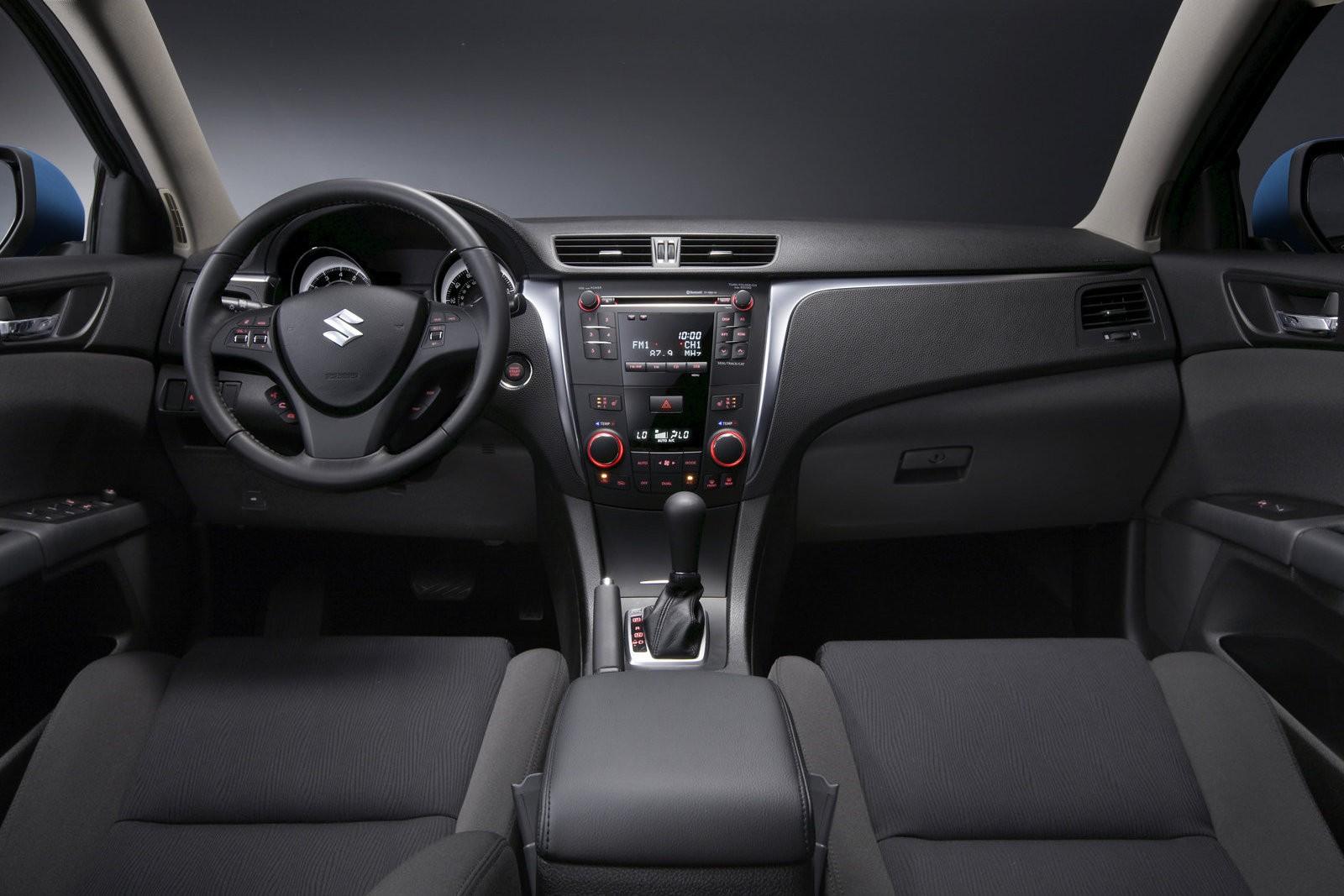 Немного драйва, немного эксклюзивности: стоит ли покупать Suzuki Kizashi за 700 тысяч рублей
