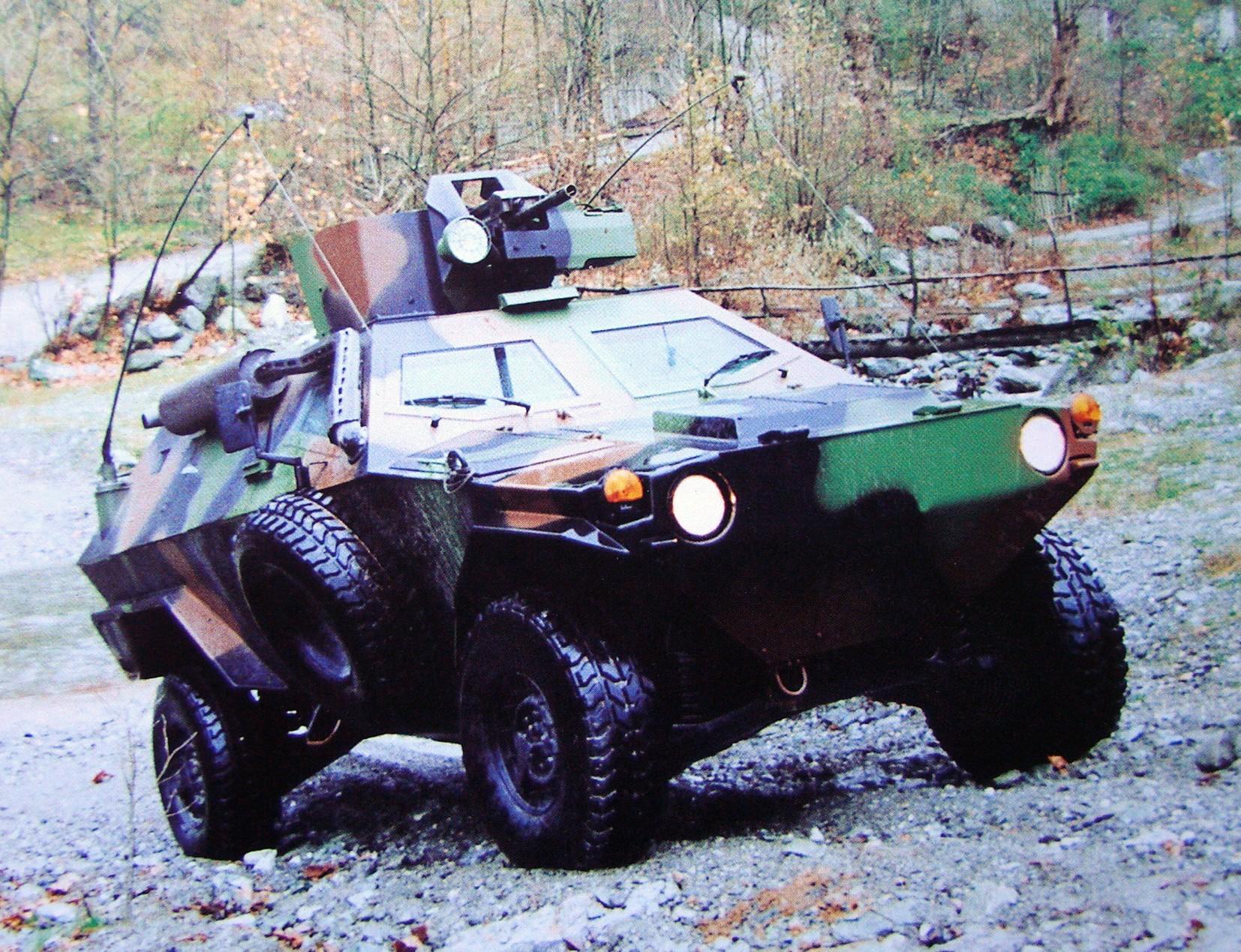 Легкая бронемашина Otokar Cobra на 190-сильном шасси HMMWV